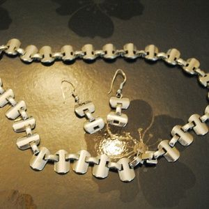 """Jewelry - 18"""" Silver Necklace & Earring Set"""